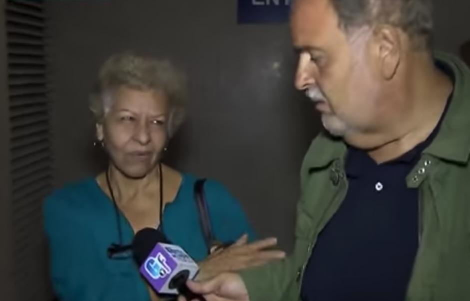 Estas fueron las primeras declaraciones que dio Laura Salas a la prensa en el aeropuerto de Los Ángeles. (Foto: YouTube)