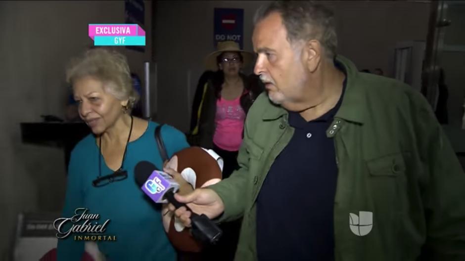 El conductor Raúl de Molina trató de insistirle con varias preguntas. (Foto: YouTube)