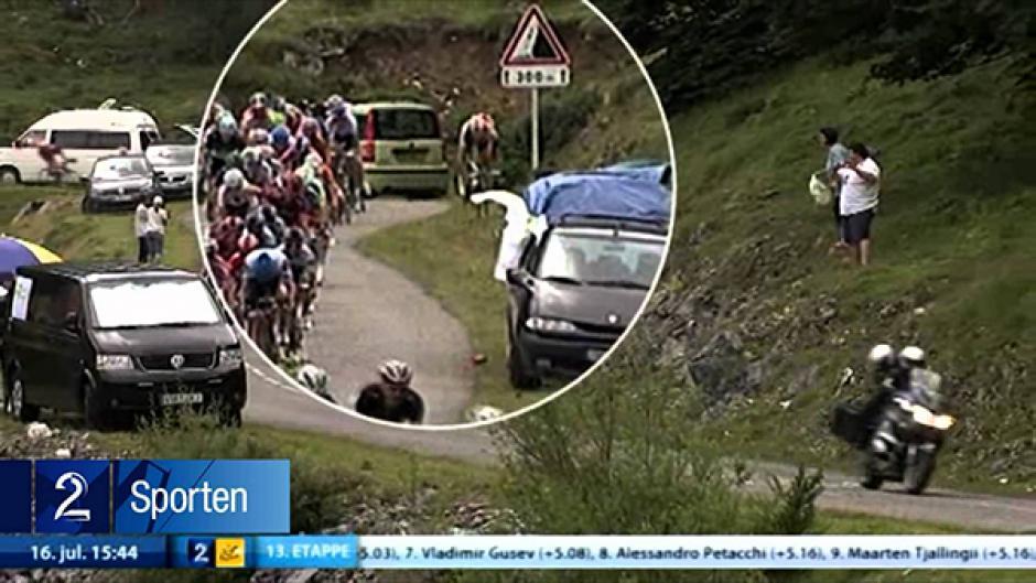 En 2011, el deportista no pudo controlar su bicicleta y cayó de cara contra el pasto en una de las etapas del Tour de Francia.