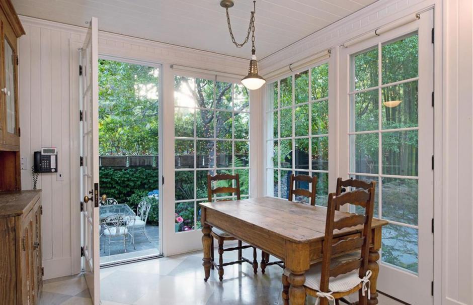 Los muebles tienen un diseño rústico, de campo, (Foto: yahoo.com)