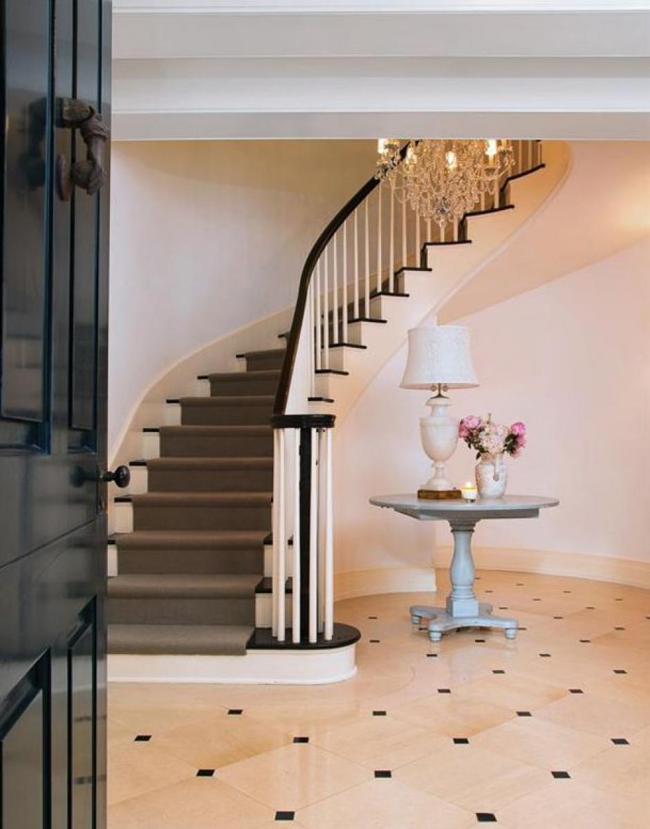La mansión cuenta con finos pisos. (Foto: yahoo.com)