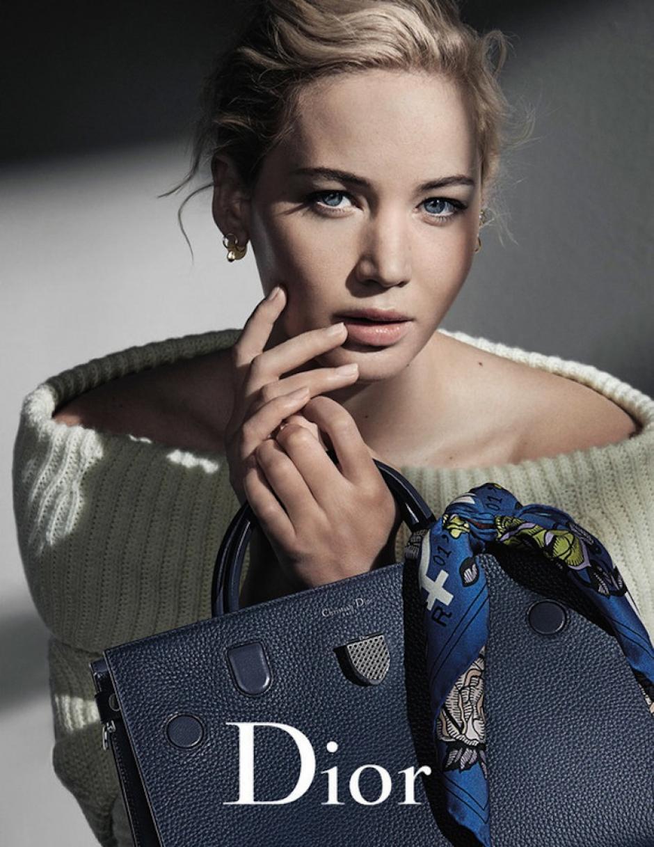 Con una historia muy simple, la actriz destaca su belleza. (Foto: dior.com)