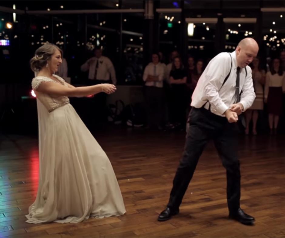 Los pasos de esta pareja de padre e hija se vuelven virales. (Foto: Captura de video)