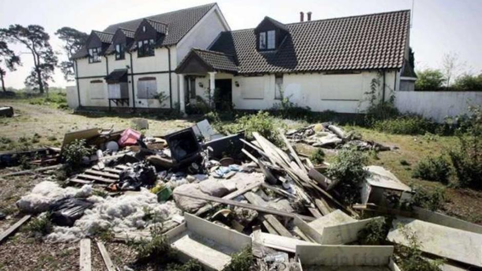 El hombre tuvo que vender su antigua casa para pagar sus deudas. (Foto: Infobae)
