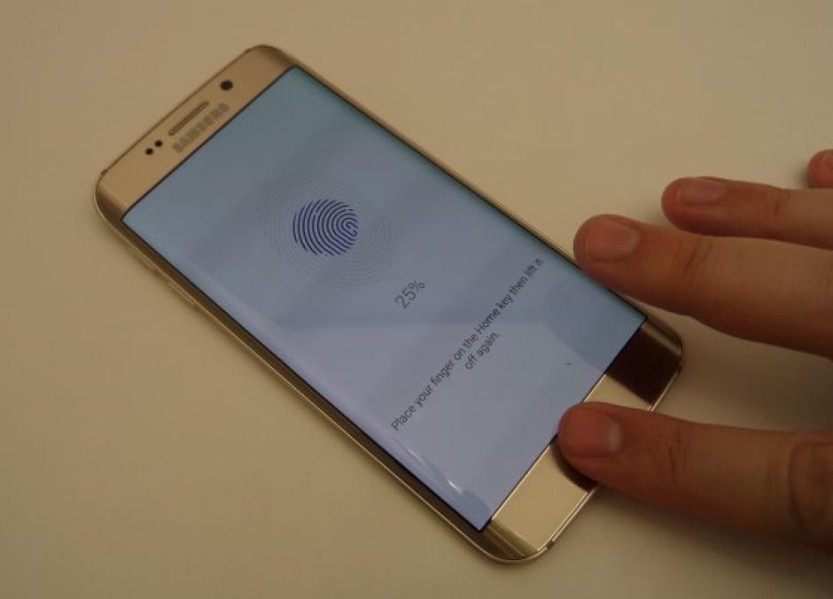 El Samsung Galaxy S6 cuenta con un lector de huellas dactilares. (Foto: cincodias.com)