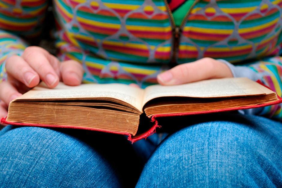 Leer libros podría aumentar las funciones cognitivas. (Foto: desarrollosocial.gob.ar)