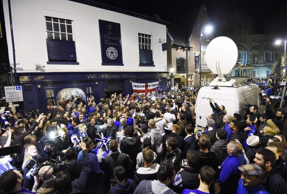 Seguidores de Leicester abarrotaron las calles de la ciudad. (Foto: EFE)