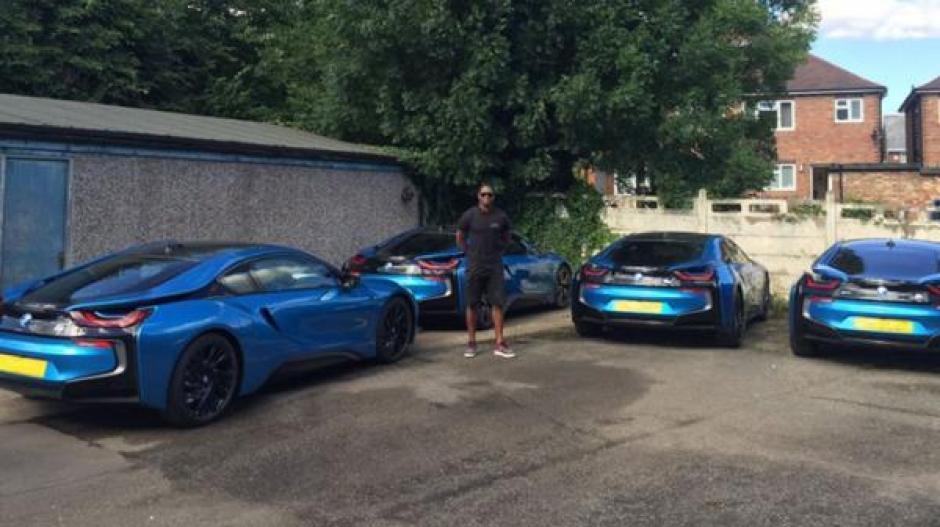 El presidente del Leicester le regaló un auto deportivo a cada jugador que ganó la Premier League. (Foto: Infobae)