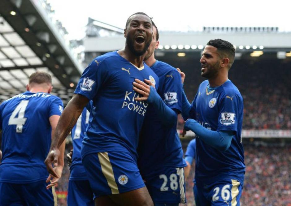 Tottenham y Chelsea empataron 2-2, ese resultado le dio el título al Leicester. (Foto: AFP)
