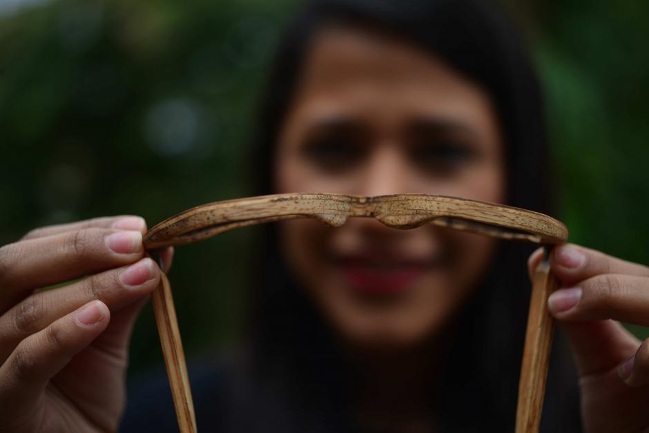 En promedio, el 30% de la madera en un aserradero se desperdicia, por eso estos lentes están fabricados de retazos de madera. (Foto: Jesús Alfonso/Soy502)
