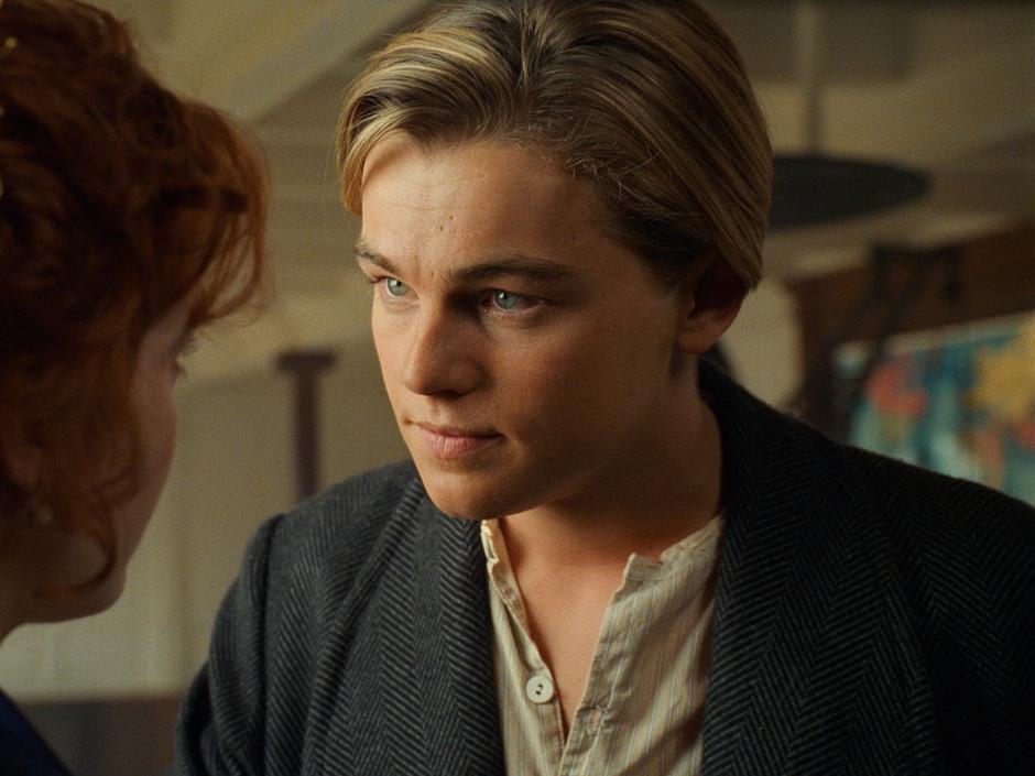 En esta foto de la película Titanic, progatonizada por Leonardo DiCaprio, se puede apreciar el parecido entre ambos.