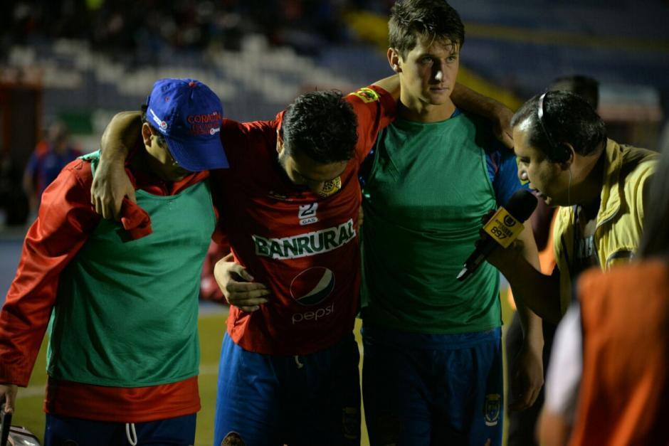 Carlos Kamiani Félix sufrió una lesión en el tobillo.  (Fotos: Wilder López/Soy502)