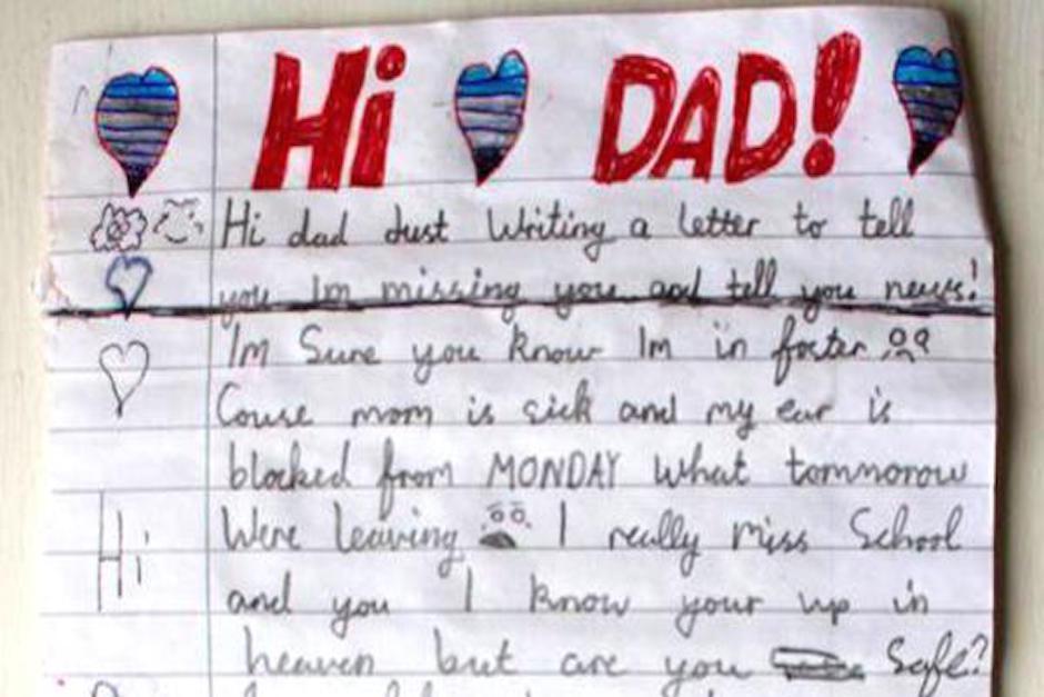 Niño le escribe carta a su papá que esta en el cielo