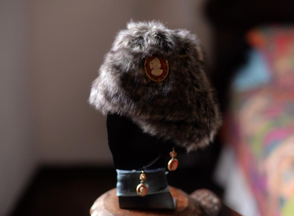 Lex trabaja actualmente en los prototipos de las colecciones que serán parte de esta importante firma de moda, legado de la famosa Coco Chanel. (Foto: Esteban Biba/Soy502)