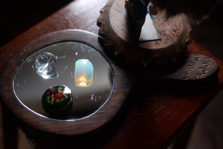 Plata, jade, coral, cristal swarovski, ópalo y perla de río serán algunos de los materiales usados en esta colección. (Foto: Esteban BIba/Soy502)