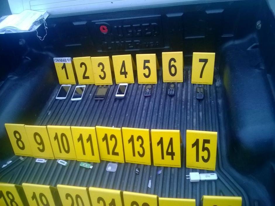 Las autoridades detuvieron un pickup por una investigación de lavado de dinero. (@MPguatemala)
