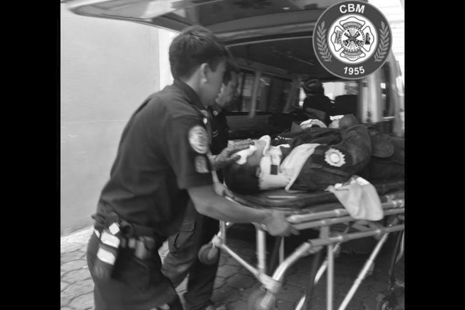 En el incidente vial, uno de los agentes murió y el otro resultó herido. (Foto: Bomberos Municipales)