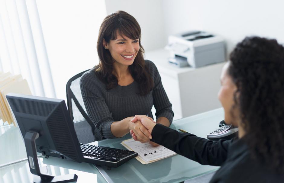 Es recomendable que de cinco a diez días después llames al encargado de recursos humanos si no se han comunicado contigo. (Foto: libremercado.com)