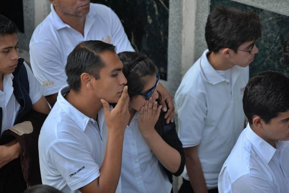 """Muestras de dolor se vieron en el entierro de """"Alex"""". (Foto: Wilder López/Soy502)"""