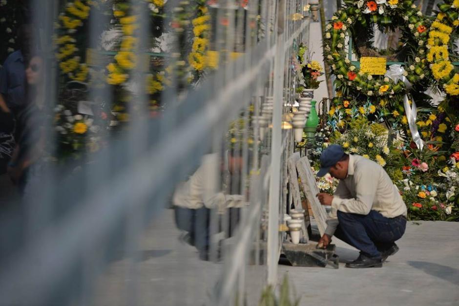 En este lugar descansan los restos del estudiante muerto en el Liceo Javier. (Foto: Wilder López/Soy502)