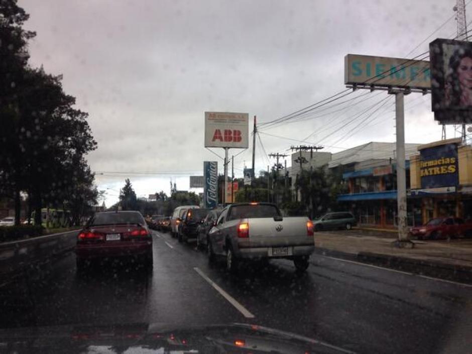 En la Aguilar Batres el tráfico también fue intenso.