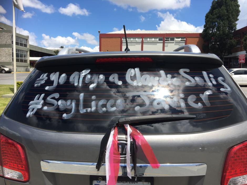 La campaña también incluyó listones de color rojo, blanco y negro.  (Foto: @SandraMorataya)