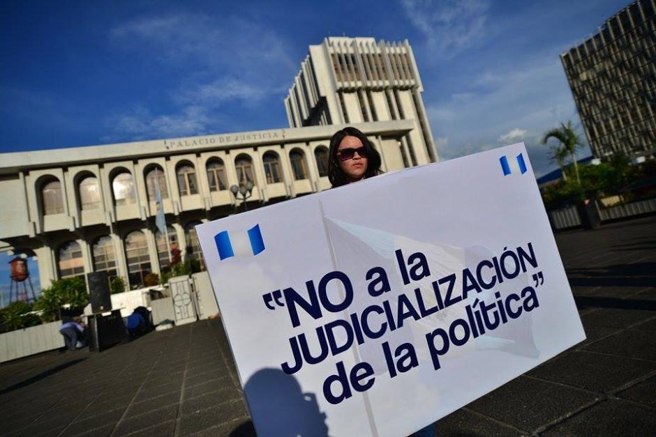 Las personas que moviliza el partido Libertad Democrática Renovada (Lider) se concentraron en la sede de la Corte Suprema de Justicia. (Foto: Wilder López/Soy502)