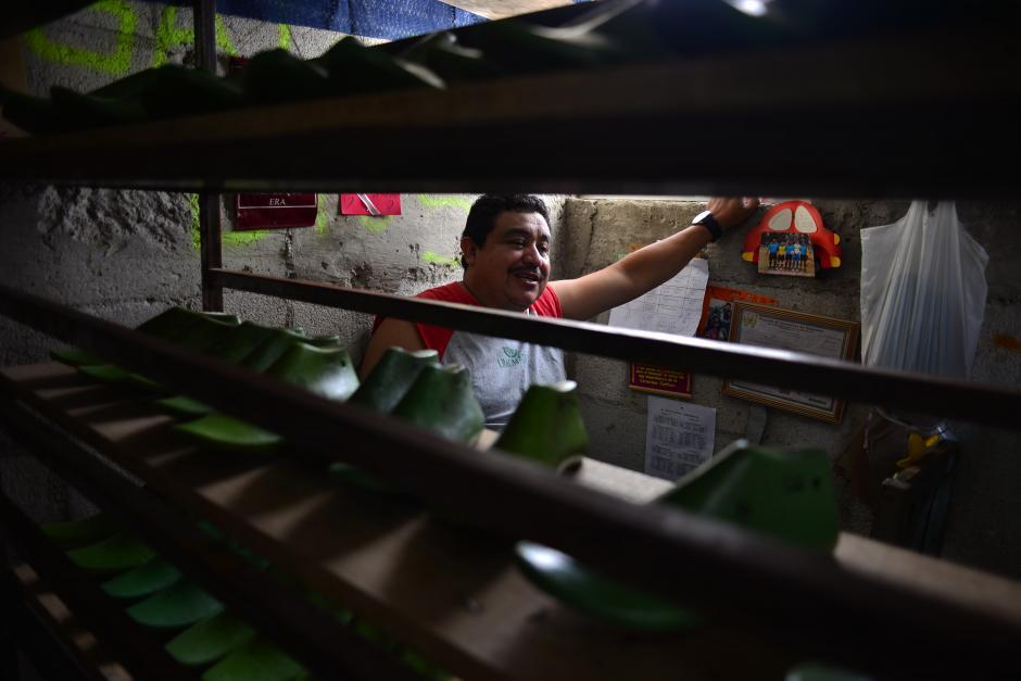 """Otto García, vecino del sector """"La Limonada"""", junto a la organización sin fines de lucro """"Vidas Plenas"""", se unen en este proyecto, para rescatar a jóvenes de caer en pandillas. (Foto: Jesús Alfonso/Soy502)"""