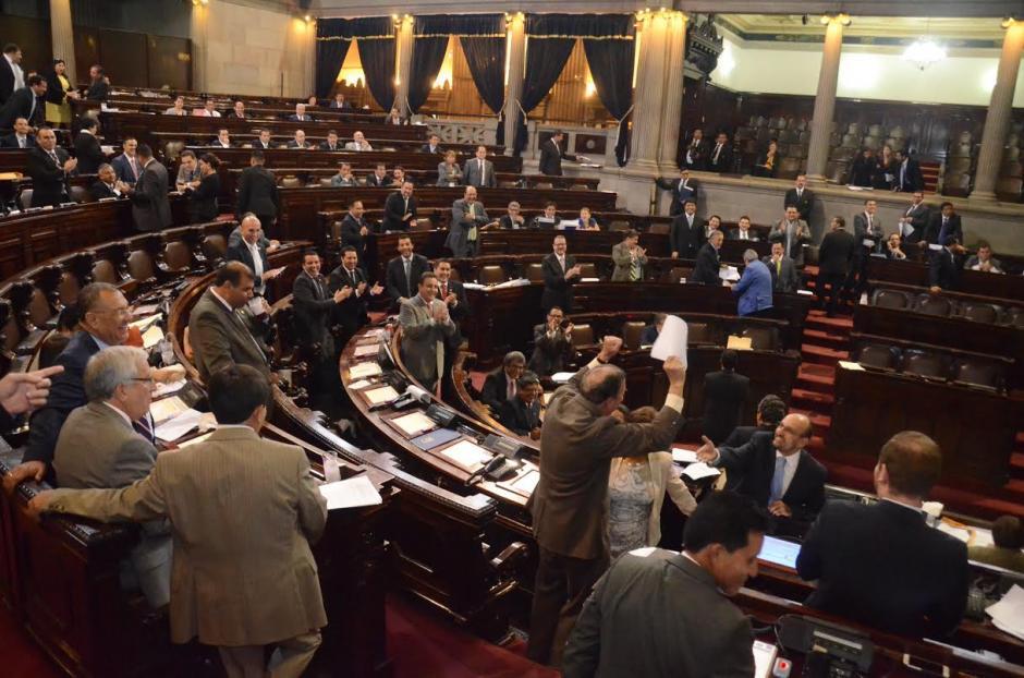 El diputado celebró eufórico que su propuesta fuera aprobada. (Foto: Archivo/Soy502)
