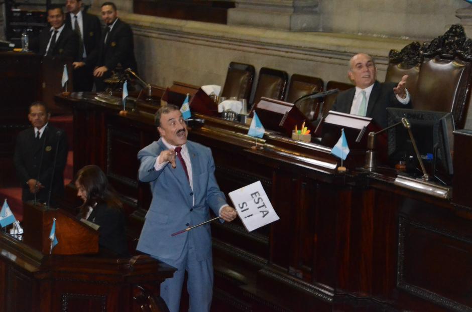 Solo 43 diputados apoyaron la propuesta de Linares Beltranena. (Foto: cortesía José Castro)