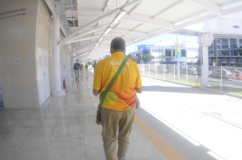Los voluntarios se identifican con uniforme amarillo. (Foto: Pedro Pablo MIjangos/Soy502)