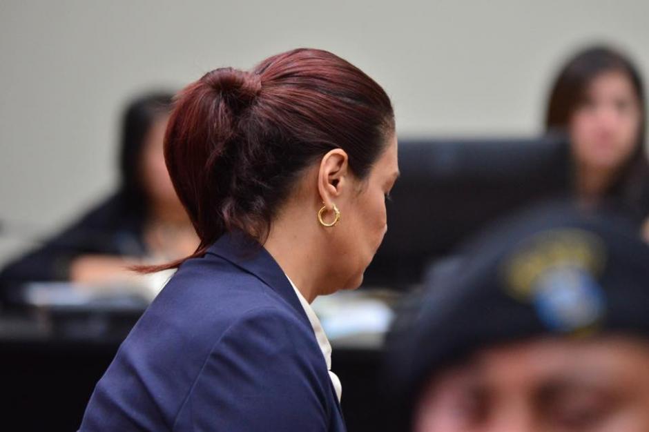 Roxana Baldetti con un semblante relajado llegó arreglada y maquillada para la audiencia de primera declaración. (Foto: Jesús Alfonso/Soy502)