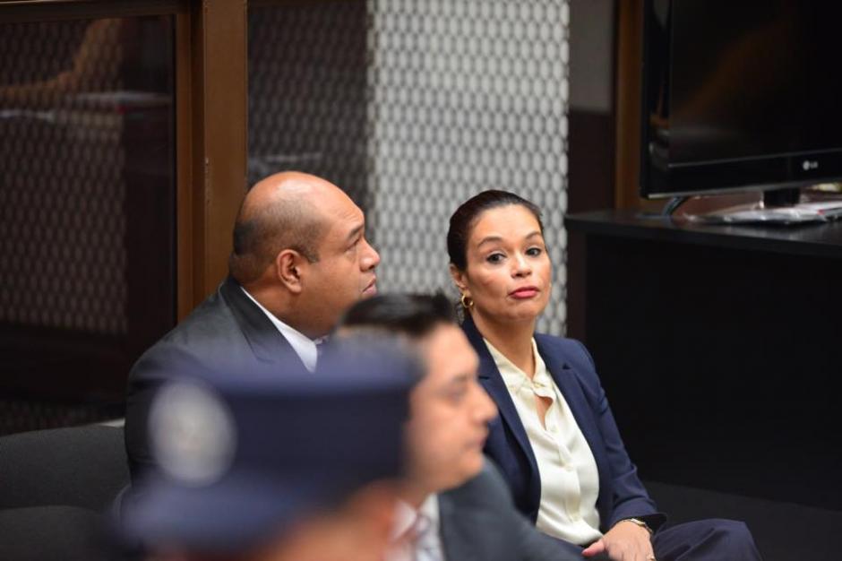 Baldetti hablá con sus abogados durante su audiciencia. (Foto: Jesús Alfonso/Soy502)