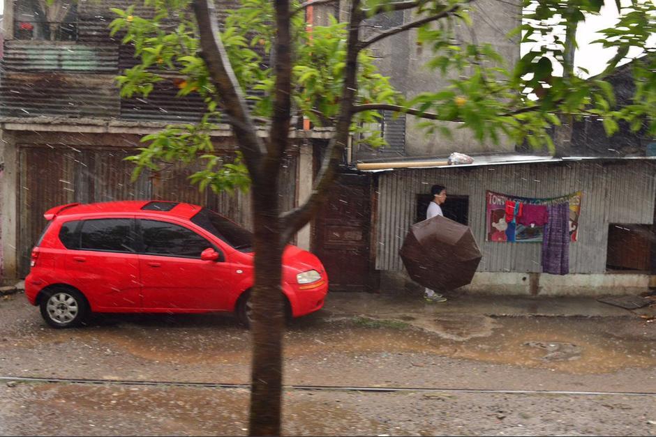 Los guatemaltecos buscan refugio. (Foto: Jesús Alfonso/Soy502)