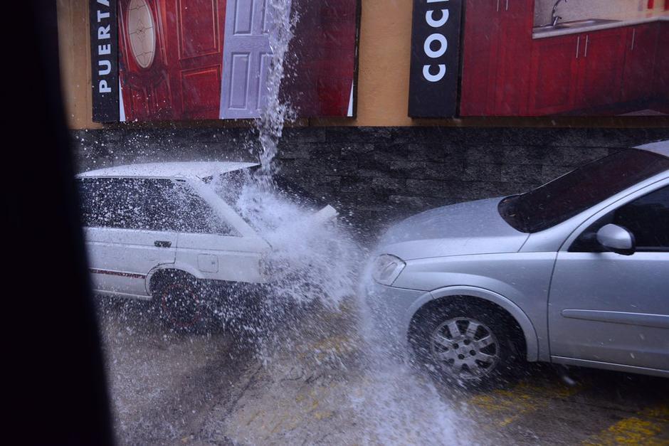 Las imágenes hablan por si solas durante la lluvia. (Foto: Jesús Alfonso/Soy502)