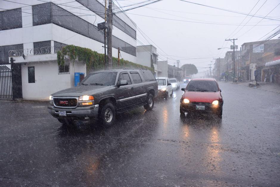 El tráfico se complica cuando llueve. (Foto: Jesús Alfonso/Soy502)