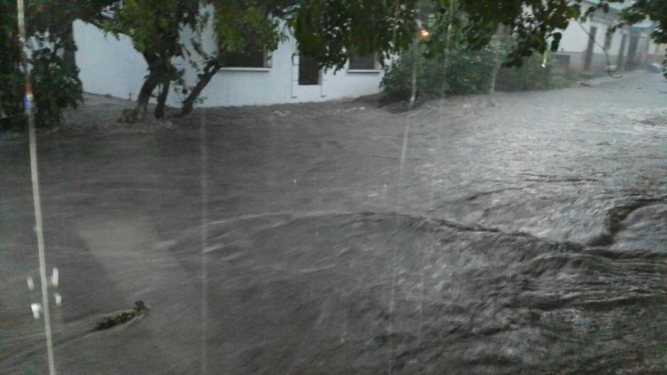El casco urbano de Suchitepéquez fue afectado por las fuertes lluvias. (Foto: @ConredGuatemala)