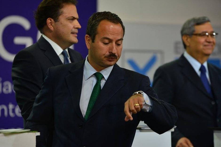 Al parecer el tiempo era el peor enemigo de Mario Leal Castillo que en cada pausa revisaba el reloj. (Foto: Wilder López/Soy502)