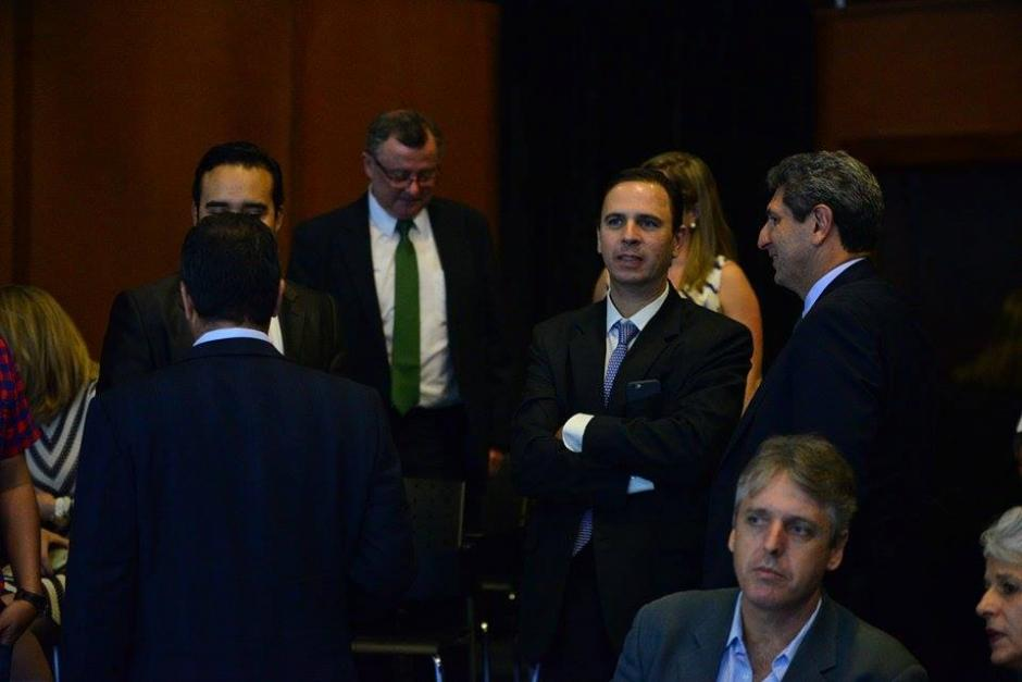 Los invitados al debate de la Asociación de Gerentes de Guatemala.(Foto: Wilder López/Soy502)