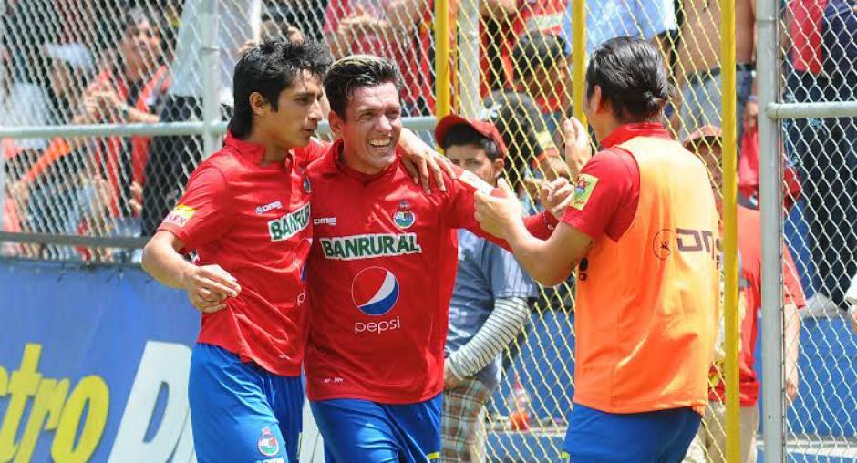 Mario el loco Rodríguez entren con Municipal foto soy502