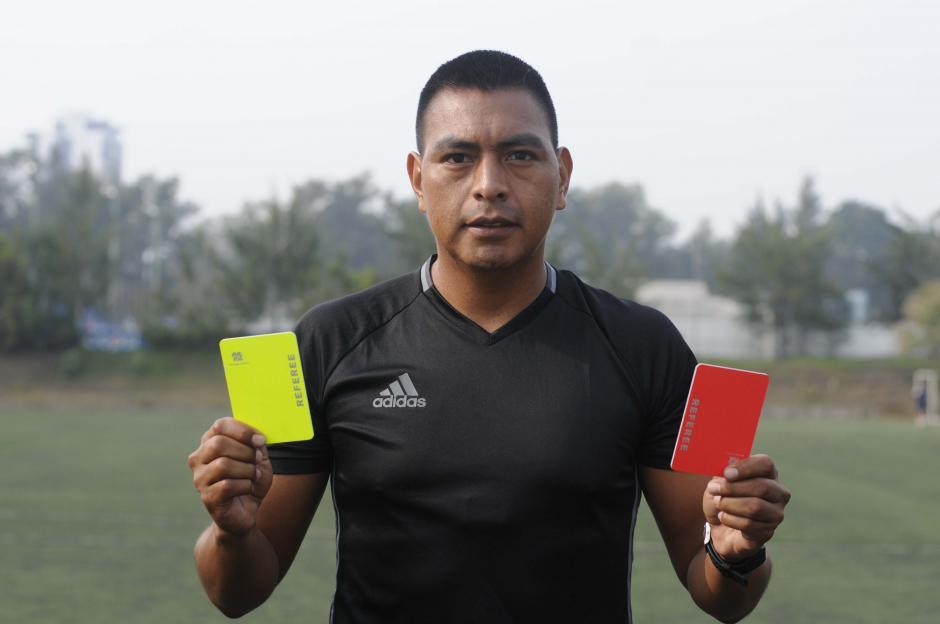 El árbitro guatemalteco Walter López debutará en sus primeros Juegos Olímpicos. (Foto: Archivo)
