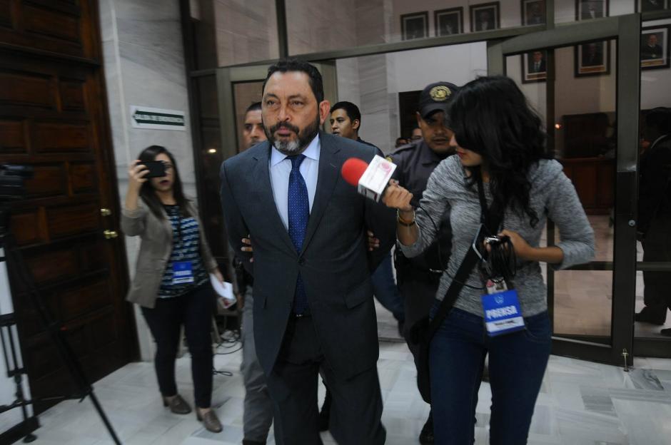 El exministro de Gobernación, Mauricio López Bonilla, se niega a hablar con los medios. (Foto: Alejandro Balan/Soy502)