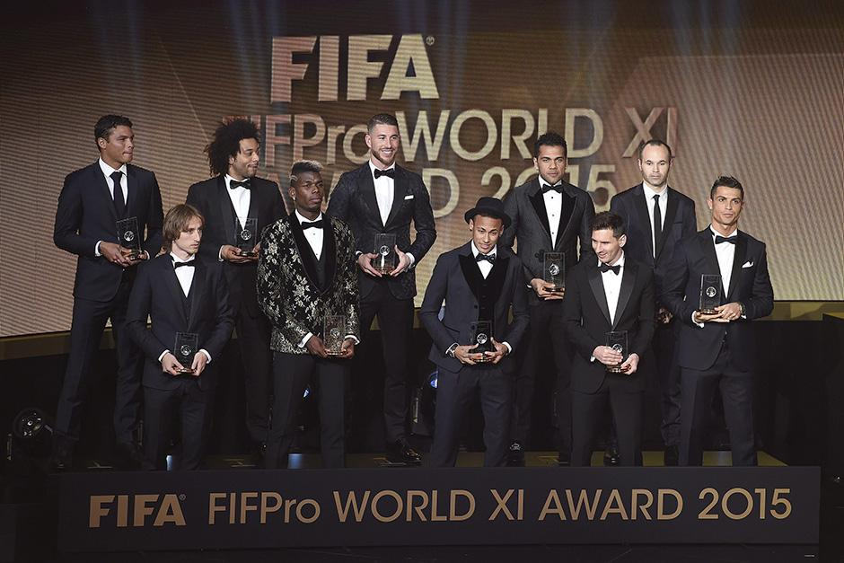Los ganadores del once ideal de 2015; el único ausente fue el portero alemán, Manuel Neuer. Destacaron los jugadores de Real Madrid y Barcelona. (Foto: EFE)