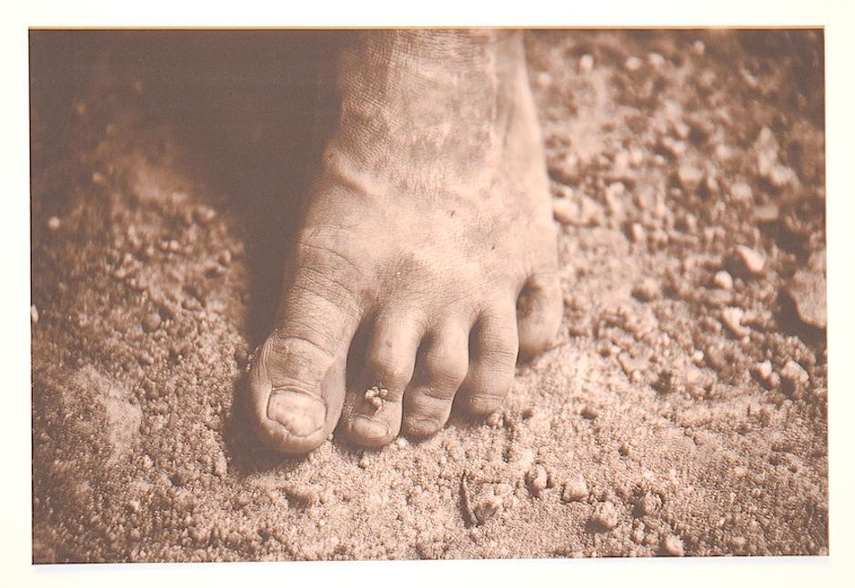 """Esta pieza se llama """"Los pasos de la vida"""" de Juan Carlos Menéndez. (Foto: Selene Mejía/Soy502)"""