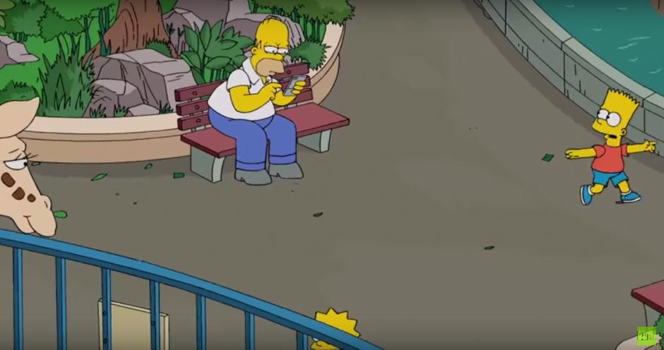 Homero no pone atención del travieso Bart y de Lisa. (Imagen: Captura de Pantalla)