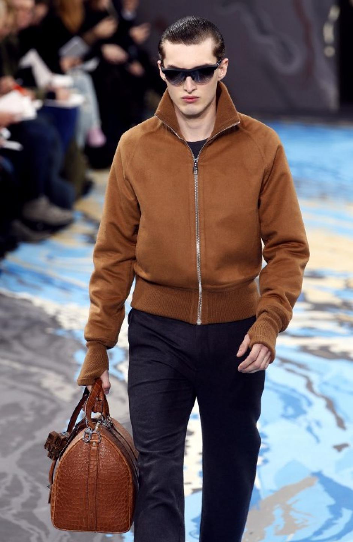 Louis Vuitton mantuvo el tradicional estilo sobrio y clásico que caracteriza a la marca.