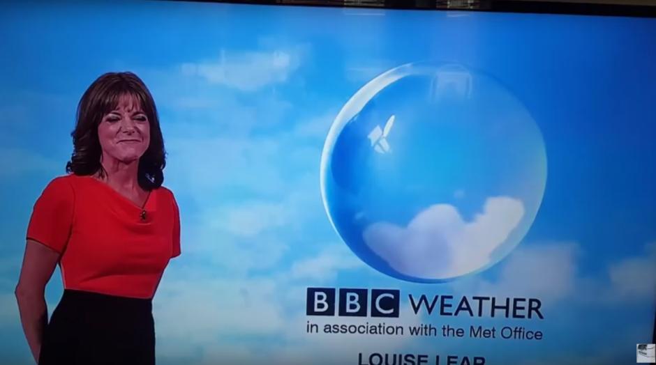 La presentadora inicia su presentación con algunas sonrisas. (Imagen: Captura de YouTube)