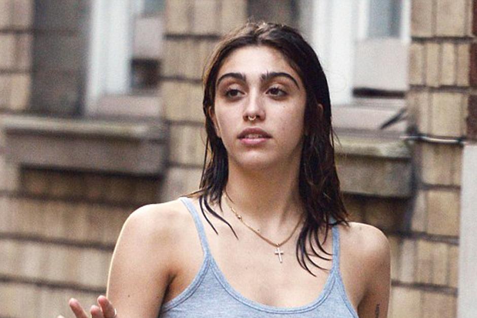 Lourdes León, de 19 años, da un paseo por Londres. (Foto: Xposurephotos. com)