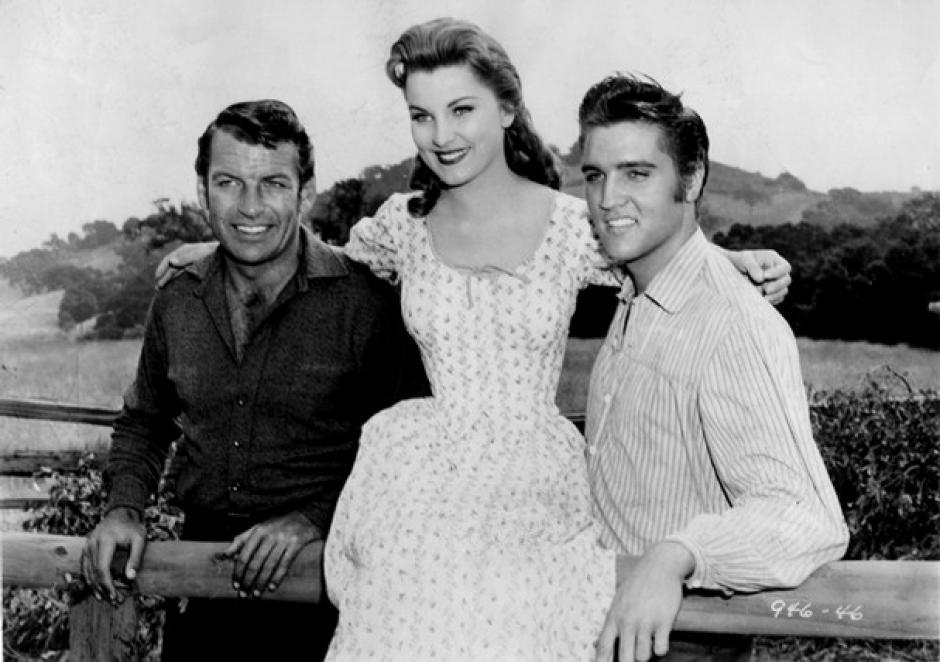 Su fama lo convirtió además en estrella de cine al protagonizar su primer gran film, Love me tender, de 1956.