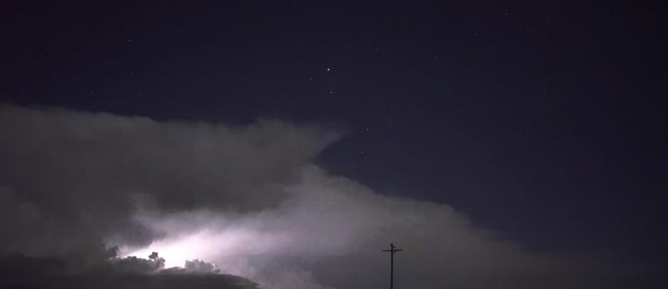El fenómeno ocurre en pocas ocasiones y dura unos milisegundos. (Captura de pantalla: Scott McPartland/YouTube)